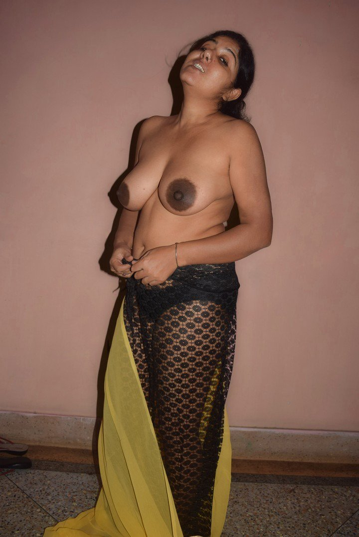 Huge boobs mallu aunty shows 2